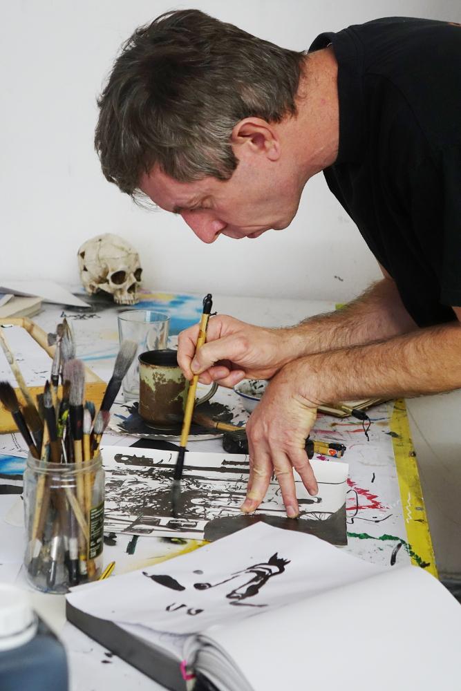Henrik Schrat beim Arbeiten