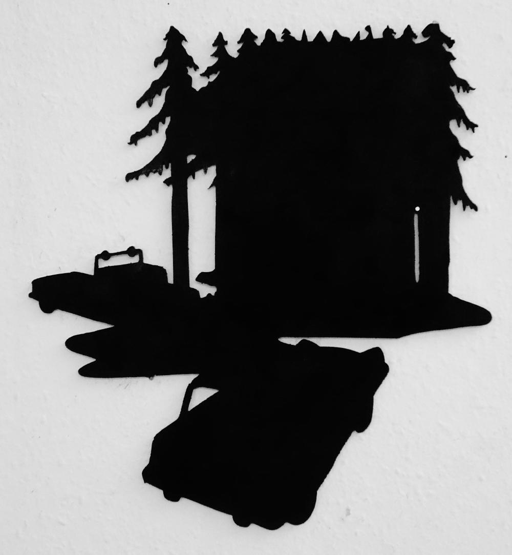 Autos vor Wald