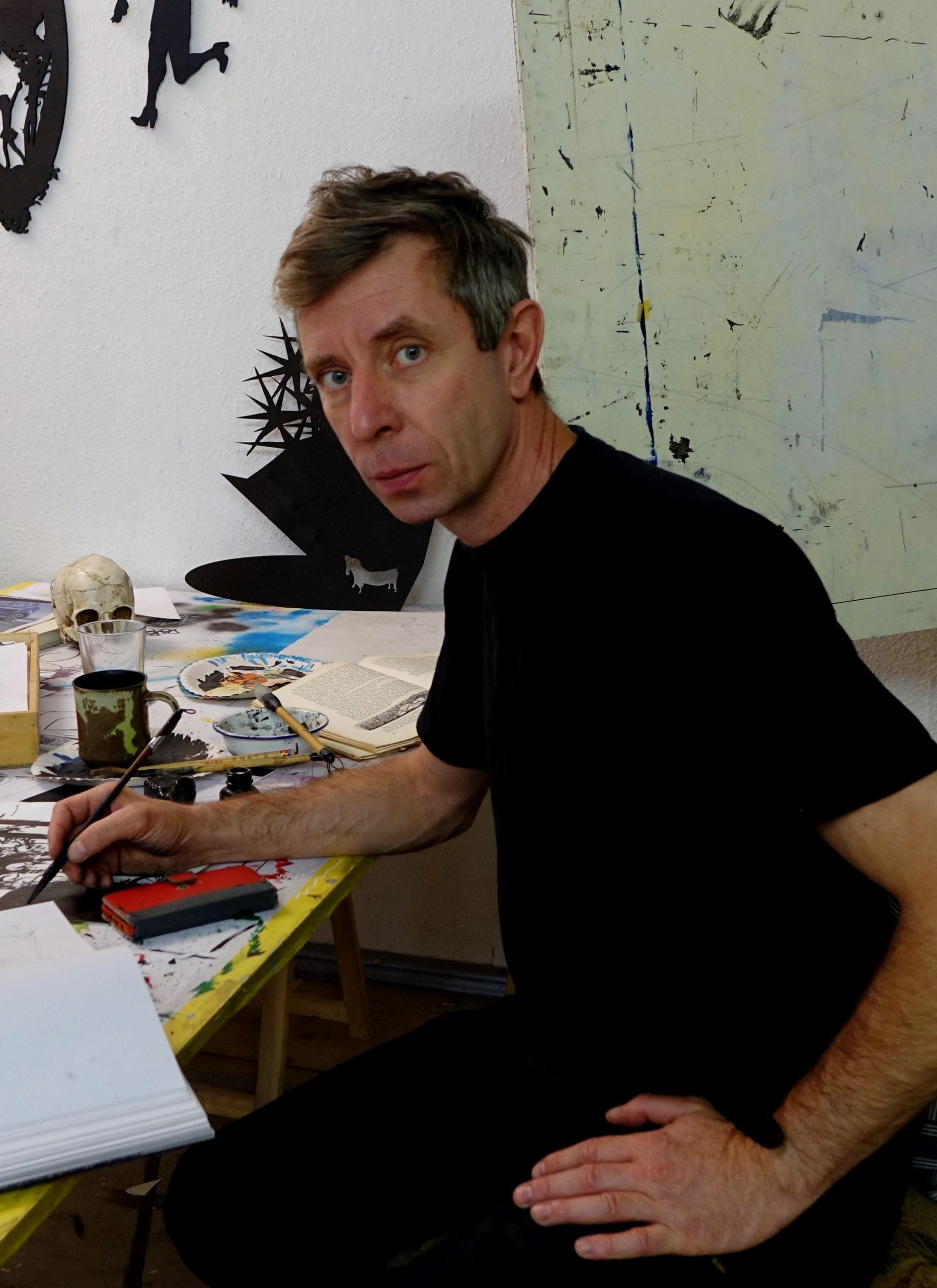 Henrik Schrat Desk